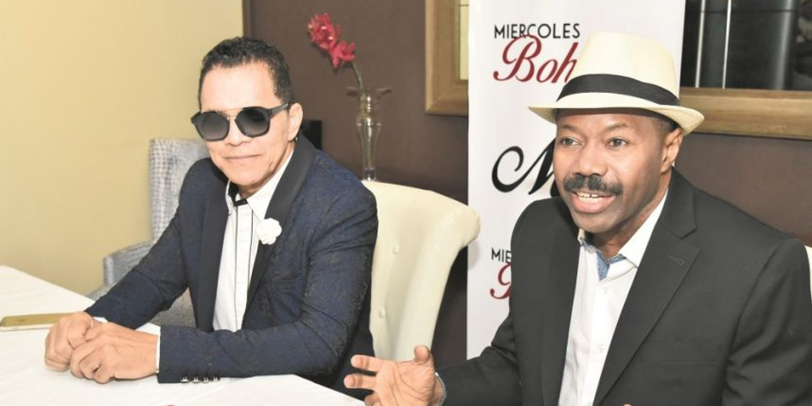Rafa Rosario, actual dueño del restaurante Millo junto al cantante Fausto Rey. Foto:Fuente externa