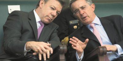 Santos y Uribe se reúnen hoy para renegociar la paz