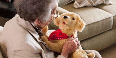Hasbro lanza cachorro robótico para que adultos mayores se olviden de la soledad