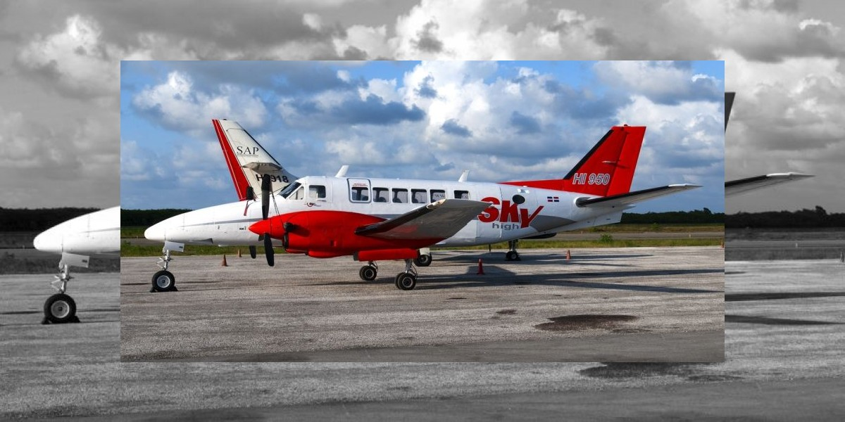 Avión aterriza de emergencia en AILA por fallas al despegue
