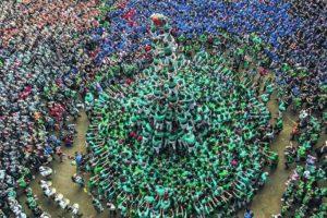 4- Cada dos años. Tarragona acoge a los castellers. Una vez cada dos años unos pocos miles de hombres, mujeres, e incluso niños, pueden subir sobre los hombros del otro para crear la torre más alta. Foto:Metro