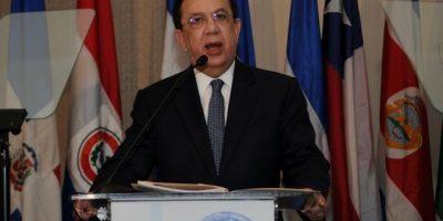 Gobernador del Banco Central afirma economía produce divisas suficientes