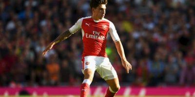 Arsenal ofrece millonario contrato a Bellerín para alejar a Barcelona