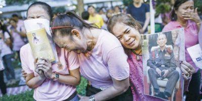 Tailandia llora la muerte de su rey