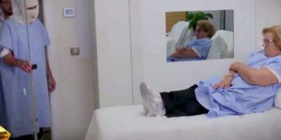 Paciente de cáncer es sorprendida por su cantante favorito en el hospital