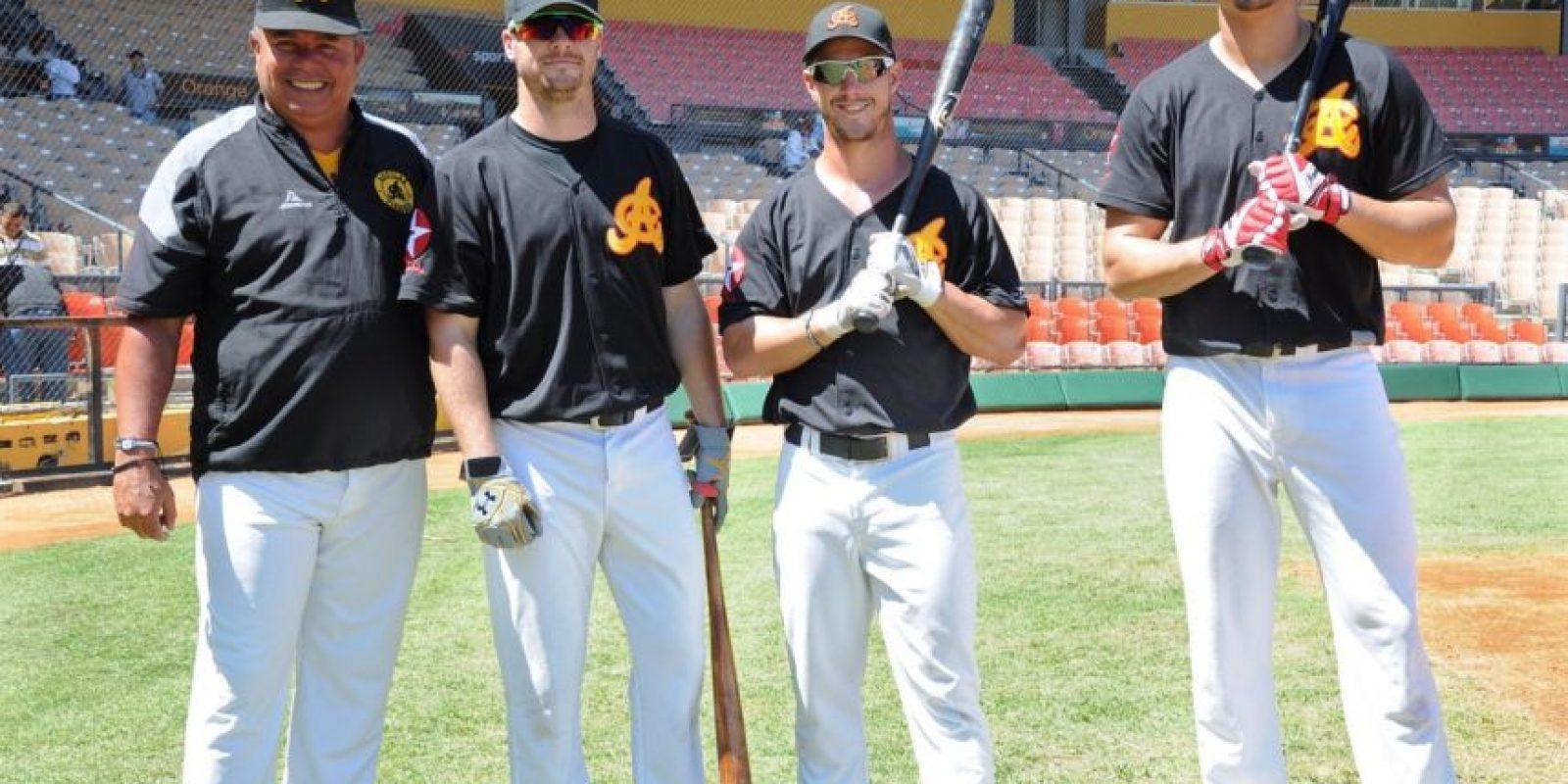 Félix Fermin junto a Andrew Knapp, Boog Powel, y Dylan Cozens Foto:Fuente externa