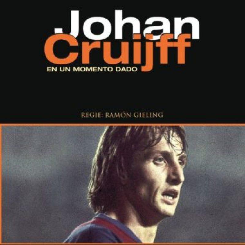 En Un Momento Dado (director:Ramon Gieling 2004): Johan Cruyff llegó a Barcelona para hacer una verdadera revolución. El holandés cambió la forma de ver en fútbol en Cataluña, tanto como jugador y como técnico. Por eso, en el documental se muestra el relato de 30 personas y cómo Cruyff les cambió la vida.
