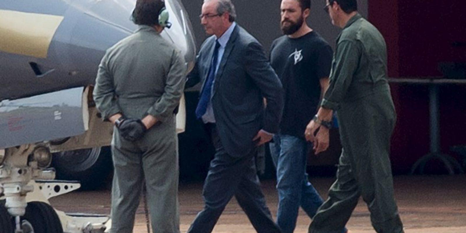 """Pero las redes sociales se preguntaban quién era el policía """"Hipster"""" que lo escoltaba Foto:AFP"""