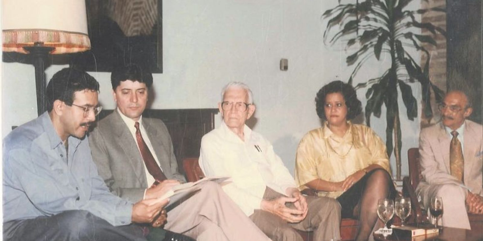 En el extremo derecho se observa a Pedro Mir sonriente; a él le encantaba escuchar la declamación de poesías. Foto:Archivo verónica sención