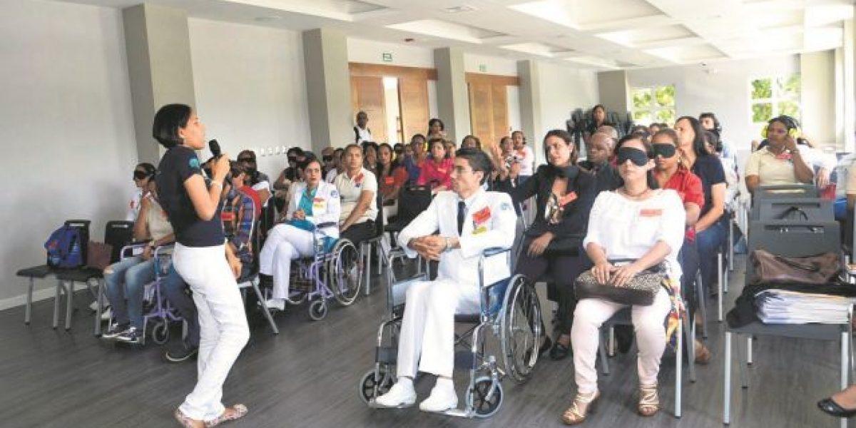 Pide contratar a personas con discapacidad