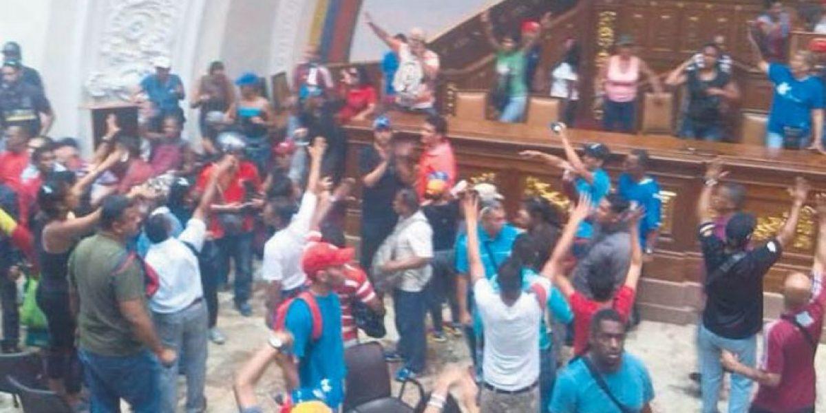 Irrumpen en Caracas en sesión de la Asamblea