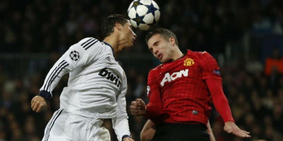 Cabecear el balón en el fútbol afecta el cerebro, según estudio