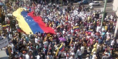 Venezolanos se lanzan a las calles bajo la consigna #LaTomadeVenezuela