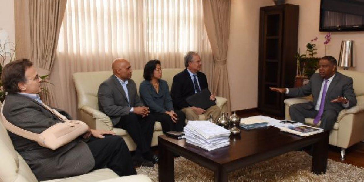 El ministro Díaz y MLB  trataron sobre la educación de prospectos