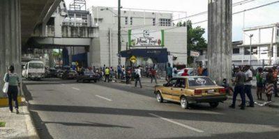 ASDN inicia desmantelamiento de casetas obstruyen paso peatones en Villa Mella