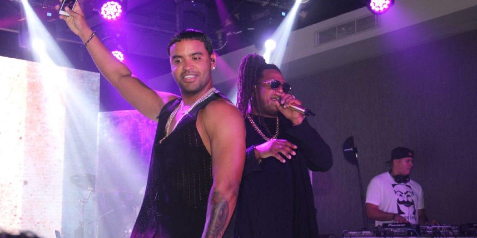 Zion y Lennox durante su presentación en Hard Rock Live Foto:Fuente Externa