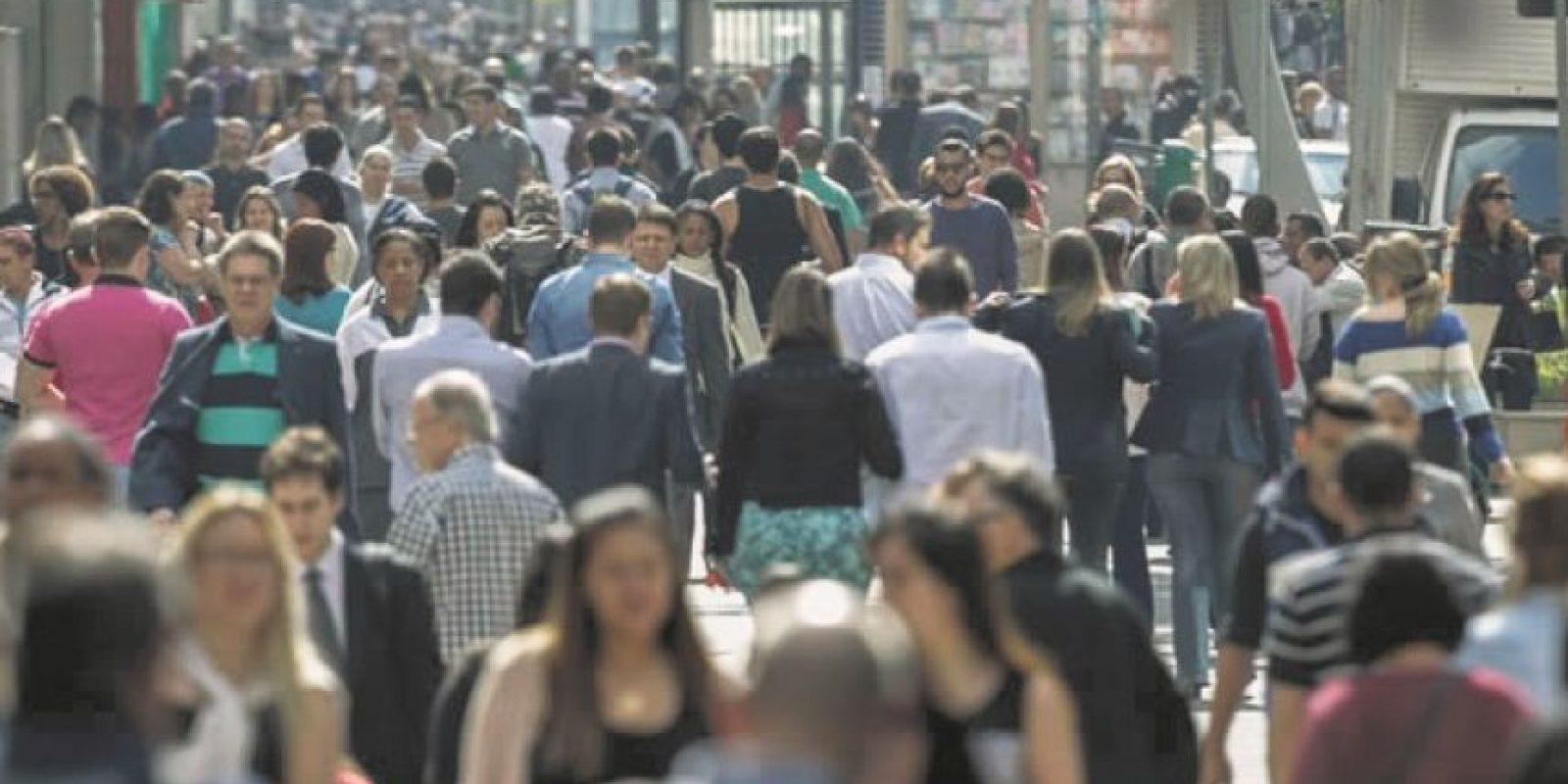 Población económicamente activa • El 51 % de las mujeres está en edad productiva, pero solo el 40.2 % lo hace .• En la clase baja solo el 28.8% de las mujeres está en el mercado laboral. • En la clase media y alta la paridad laboral es de 47.7 % mujeres frente al 52.3% de hombres. • En la Tasa Global de Participación, el 70.5 % de los hombres genera ingresos frente al 46.7 % de las mujeres. • De 15 a 24 años, el 37 % de las mujeres no labora, frente a un 69.9 % en el marco de 25 a 44 años que se supone son las edades más productivas. De 45 a 64 años hay un 56.9 %. • En la tasa de participación laboral femenina hay un 45.5 % urbana y 34.9 % rural. • Por cada 100 hombres en indigencia hay 145 mujeres en la zona urbana y 168 en la rural. Foto:Fuente externa