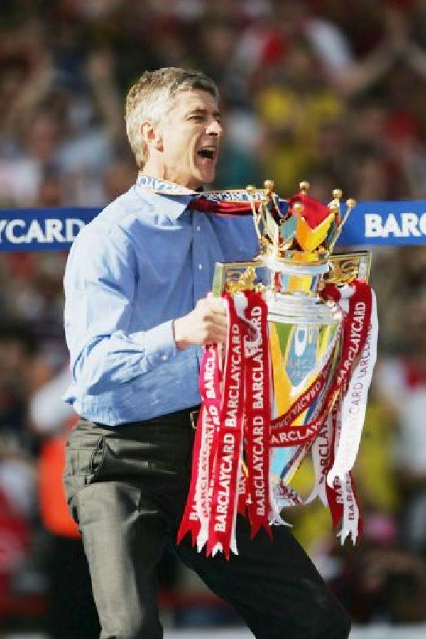 14.-Arsene Wenger (19 títulos): Comenzó su carrera como técnico en el Nancy-Loraine, pero en Mónaco tuvo su primer éxito al ganar la Ligue 1 y una Copa de Francia. El francés es reconocido como el eterno técnico de Arsenal y pese a que no gana una Premier League hace doce años, suma tres Premier League, seis FA Cup y seis Community Shield. Foto:Getty Images