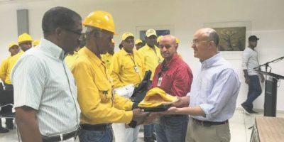 Entregan equipos a bomberos forestales
