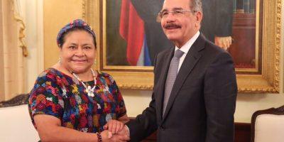La Nobel de la Paz Rigoberta Menchú visita al presidente Medina