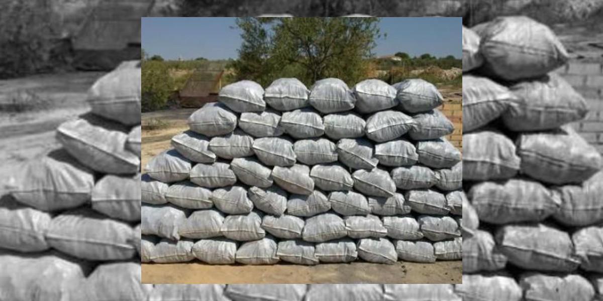 Medio Ambiente se incautade miles de sacos de carbón