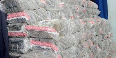 Autoridades decomisan 98 paquetes presumiblemente cocaína o heroína y 284.050 dólares