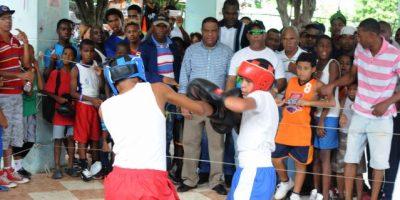 Danilo Díaz promete el arreglo de 100 canchas; conmemoran Día del Deporte