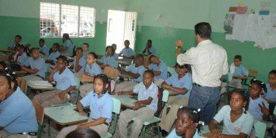 Elogia decreto que obliga la enseñanza de la Constitución en las escuelas