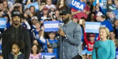 Hillary Clinton pide el voto junto al NBA LeBron James
