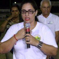 Altagracia Ramírez, con la invocación a Dios en el torneo de softbol del Grupo de Empresas Belarminio Ramírez. Foto:Fuente externa