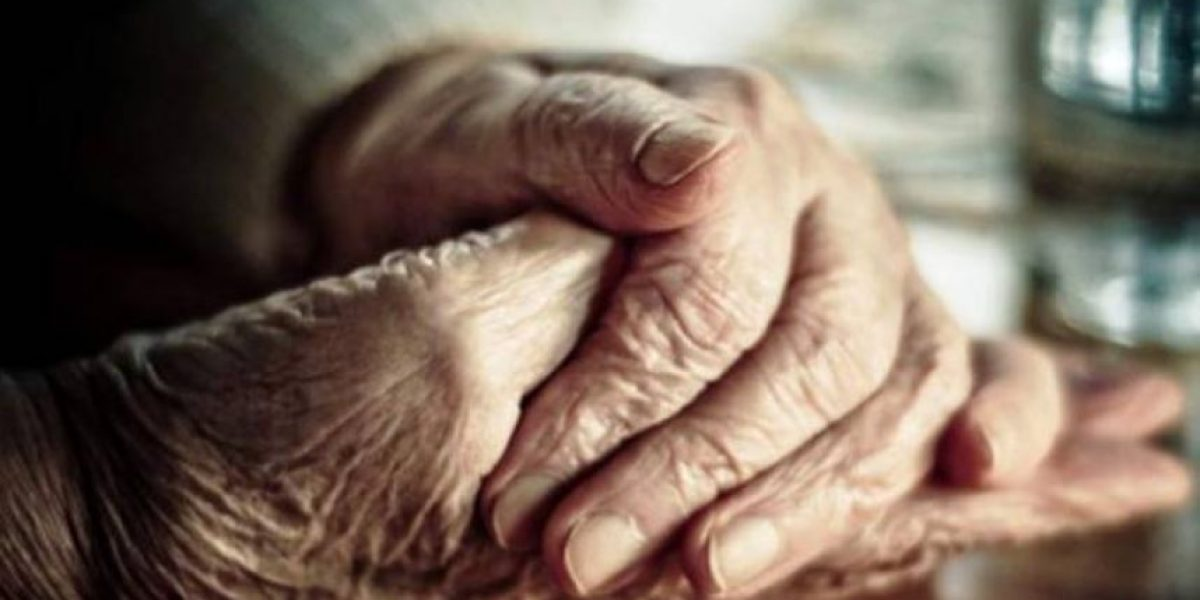 Asesinan anciana en su casa para robarle