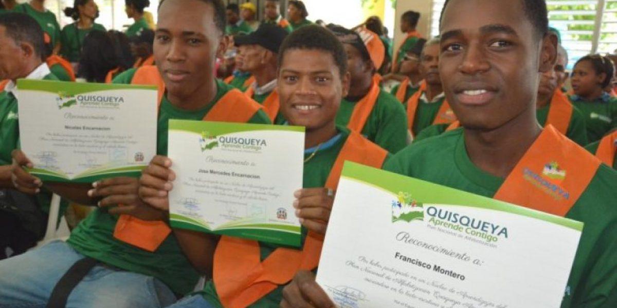 Tasa de analfabetismo descendió de  14 % a 7,5 % en los últimos 3 años