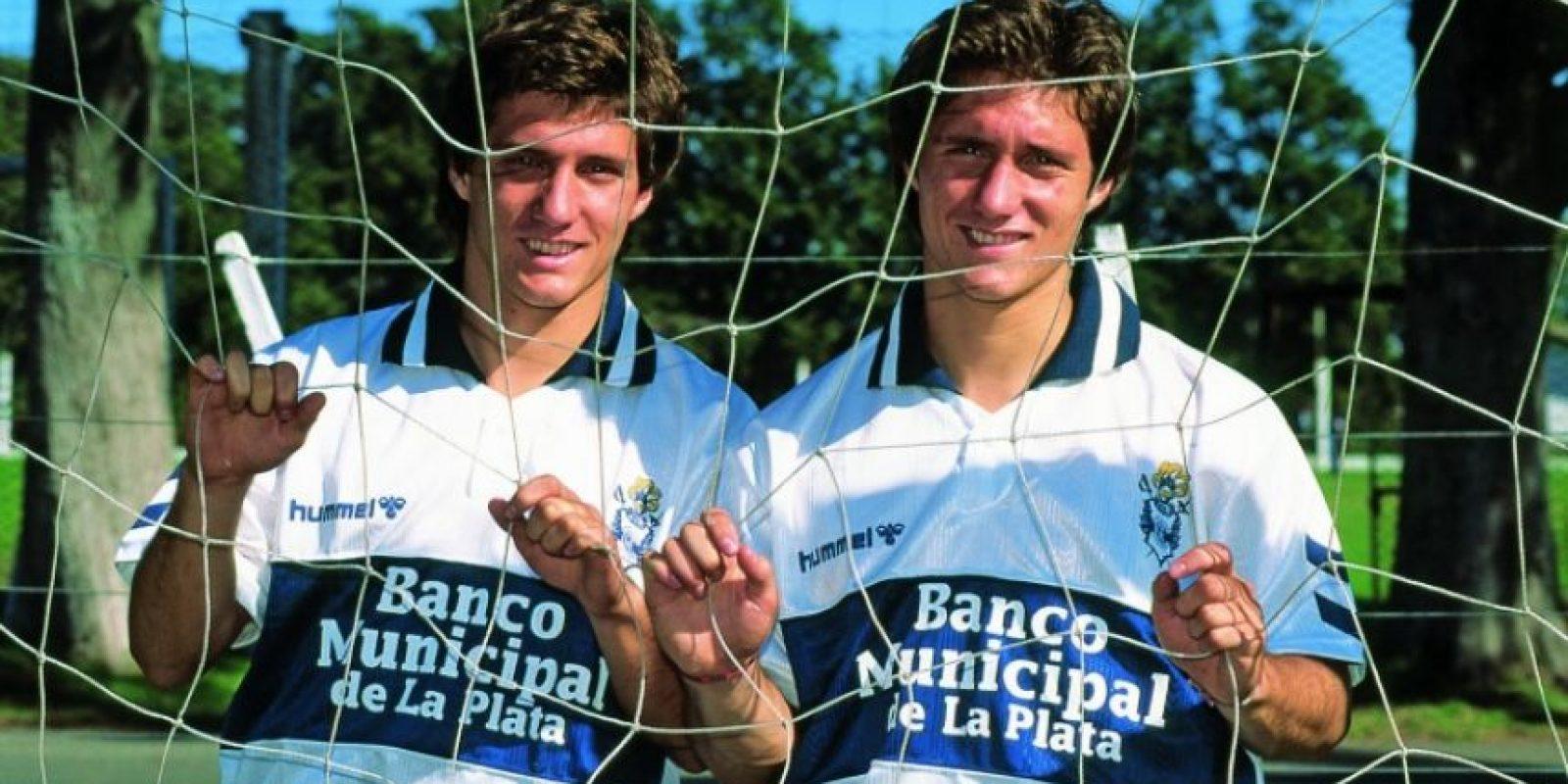 Guillermo y Gustavo Barros Schelotto: Los mellizos fueron compañeros en Gimnasia y Esgrima de La Plata y en Boca Juniors. Ahora hacen dupla técnica.