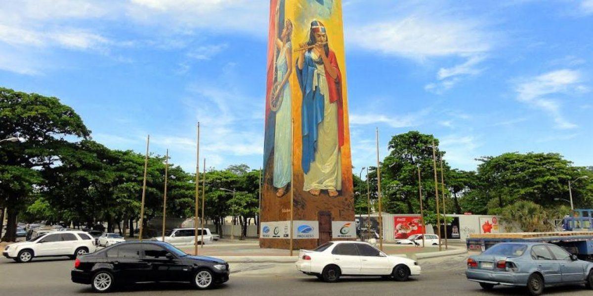 Hombre muere calcinado al chocar su vehículo contra obelisco macho en el Malecón