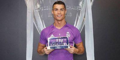 Cristiano Ronaldo recibe premio al mejor jugador del mundo