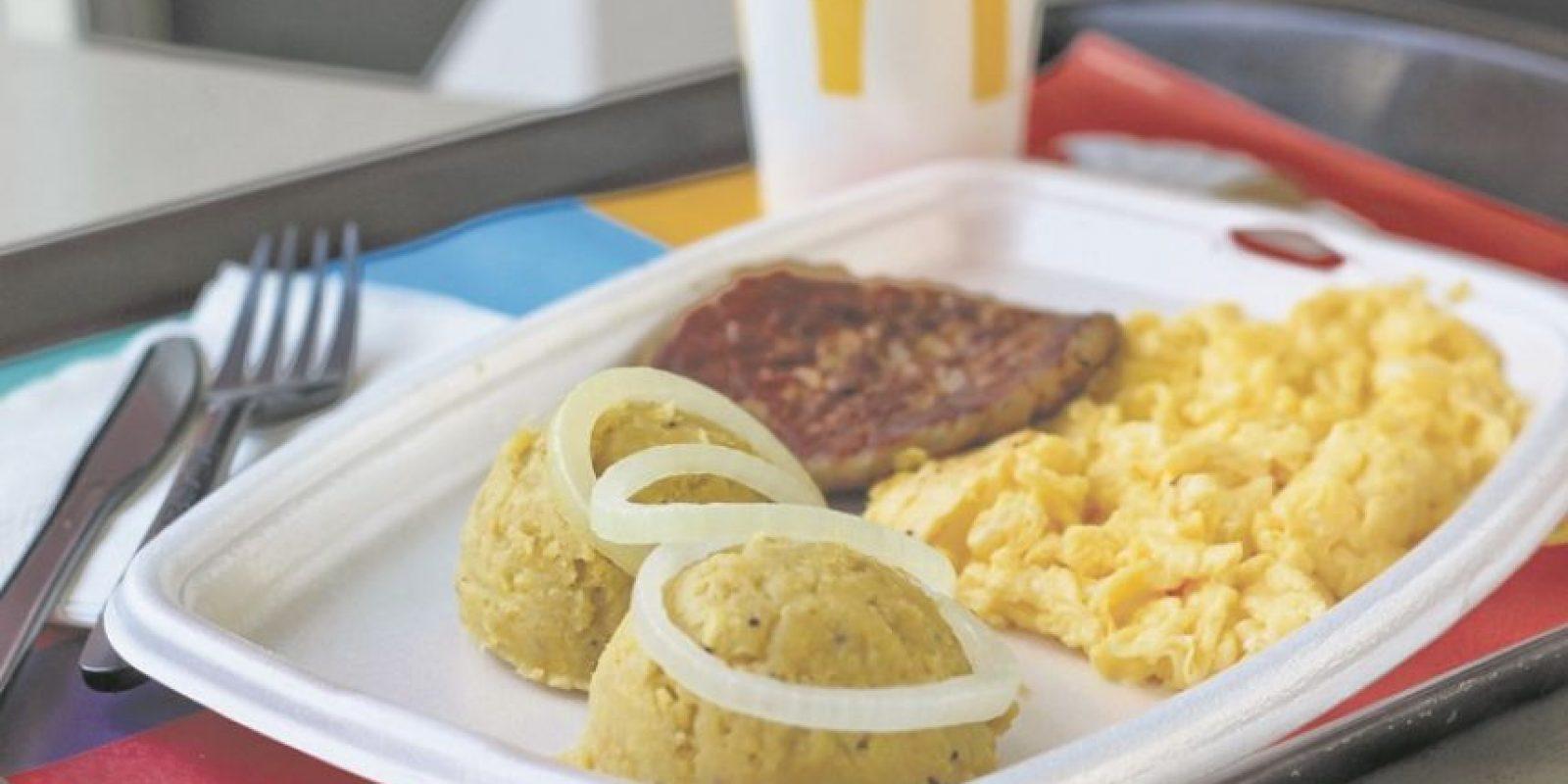 Desayunos en McDonald´s ¿Mangú en McDonald´s? Sí, y lo puedes pedir con cebollita, huevos revueltos y salchicha. Disponibles desde las siete y media de la mañana. Foto:Fuente exteerna