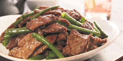 """Abrió P.F. Changs en Downtown Center. La famosa cadena de comida asiática ya está en Santo Domingo brindando todo su sabor. No se pierdan su """"Mongolian Beef"""", uno de los platos que probamos durante un almuerzo especial, organizado hace poco. Más en @RutaGourmetDO. Foto:Fuente exteerna"""