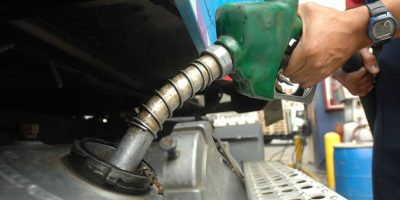 Precios de los combustibles bajan entre RD$1 y RD$3