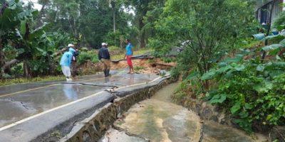 Se hunde un tramo de la carretera El Limón por un deslizamiento de tierras
