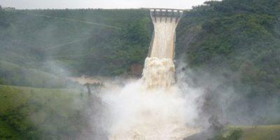 Debido a las lluvias inician desagüe  presa Tavera