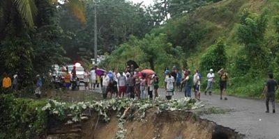 Continúan derrumbes en carretera de Puerto Plata