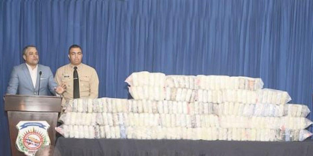DNCD detiene a tres personas y decomisa 198 paquetes de droga