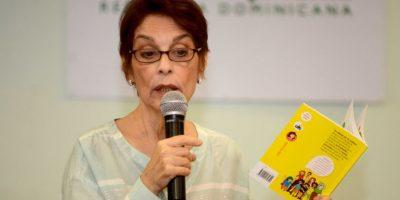 Escritora comparte con infantes en la BIJRD