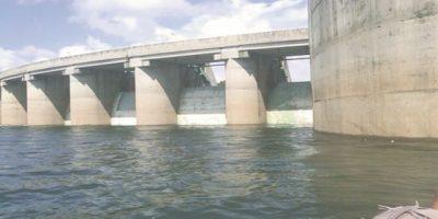 Lluvias fuerzan desagüe de presa Tavera-Bao y traslado 686 reclusos