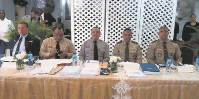 Militares y policías se reúnen para  coordinar acciones preventivas