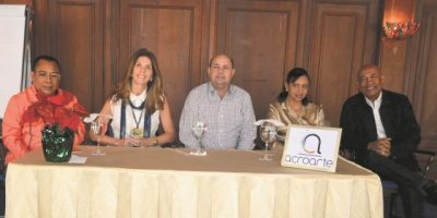 Stella León habla con miembros de Acroarte sobre imagen, credibilidad y coherencia
