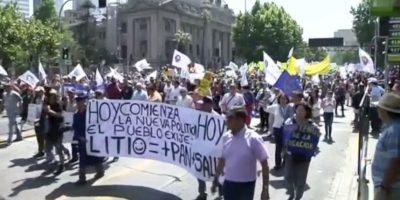 Funcionarios de servicios públicos continúan protestas