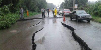 Reparan tramo de la carretera Gregorio Luperón por deslizamientos de tierra