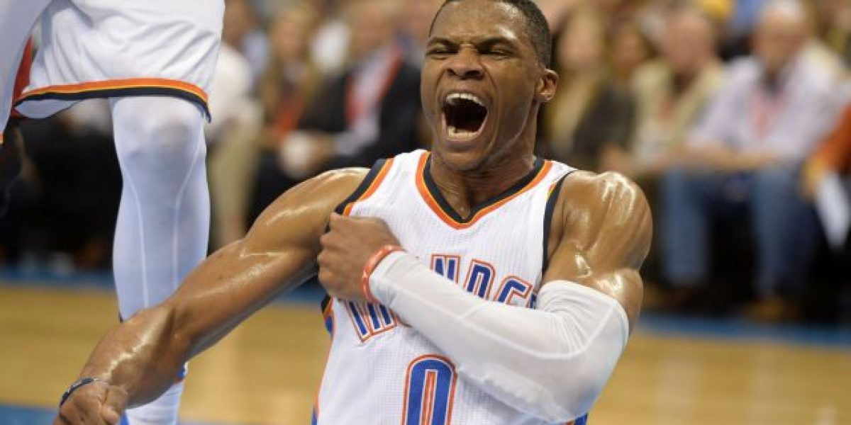 Russell Westbrook logra triple-doble y Thunder consolidan liderato
