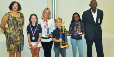 Domínico Americano premia            ganadores Maratón Infantil